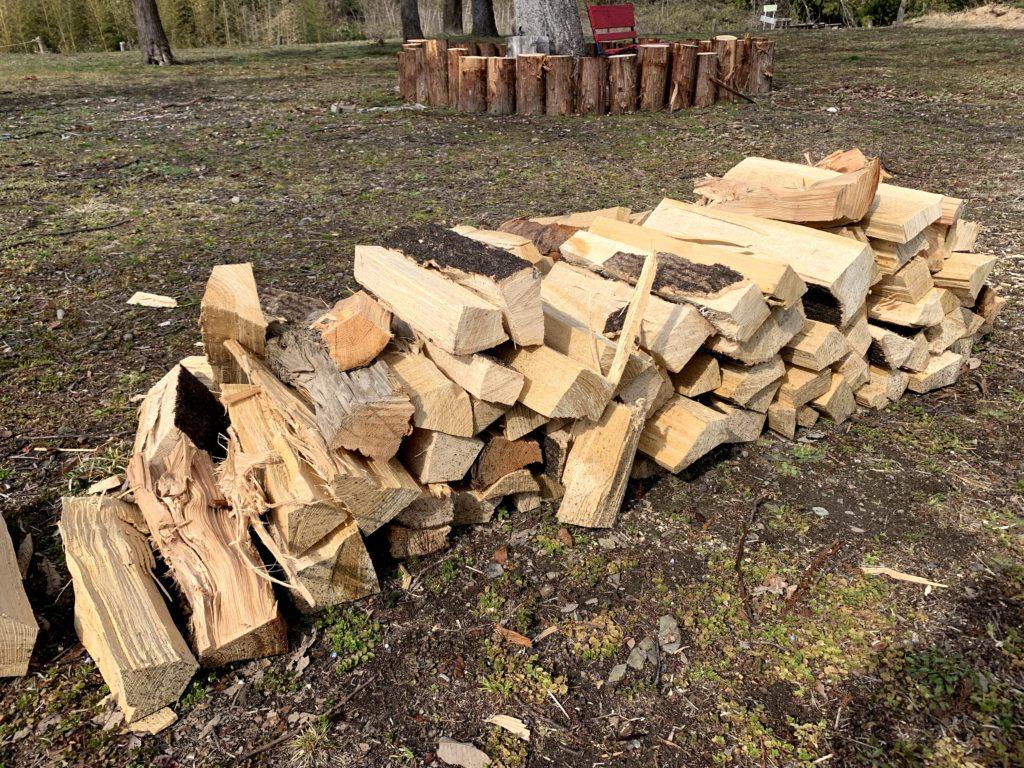 薪割りワークショップでできた薪
