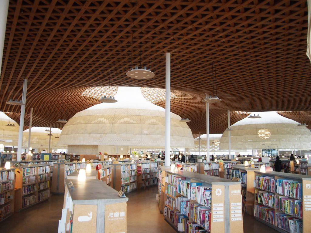 ぎふメディアコスモスの木製格子屋根