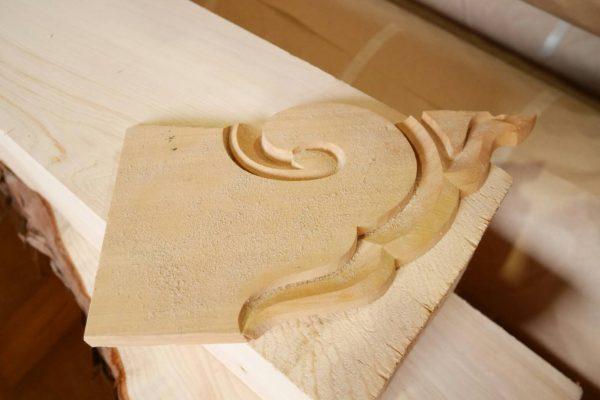 飛騨の匠が手彫りした寺院の装飾の一部